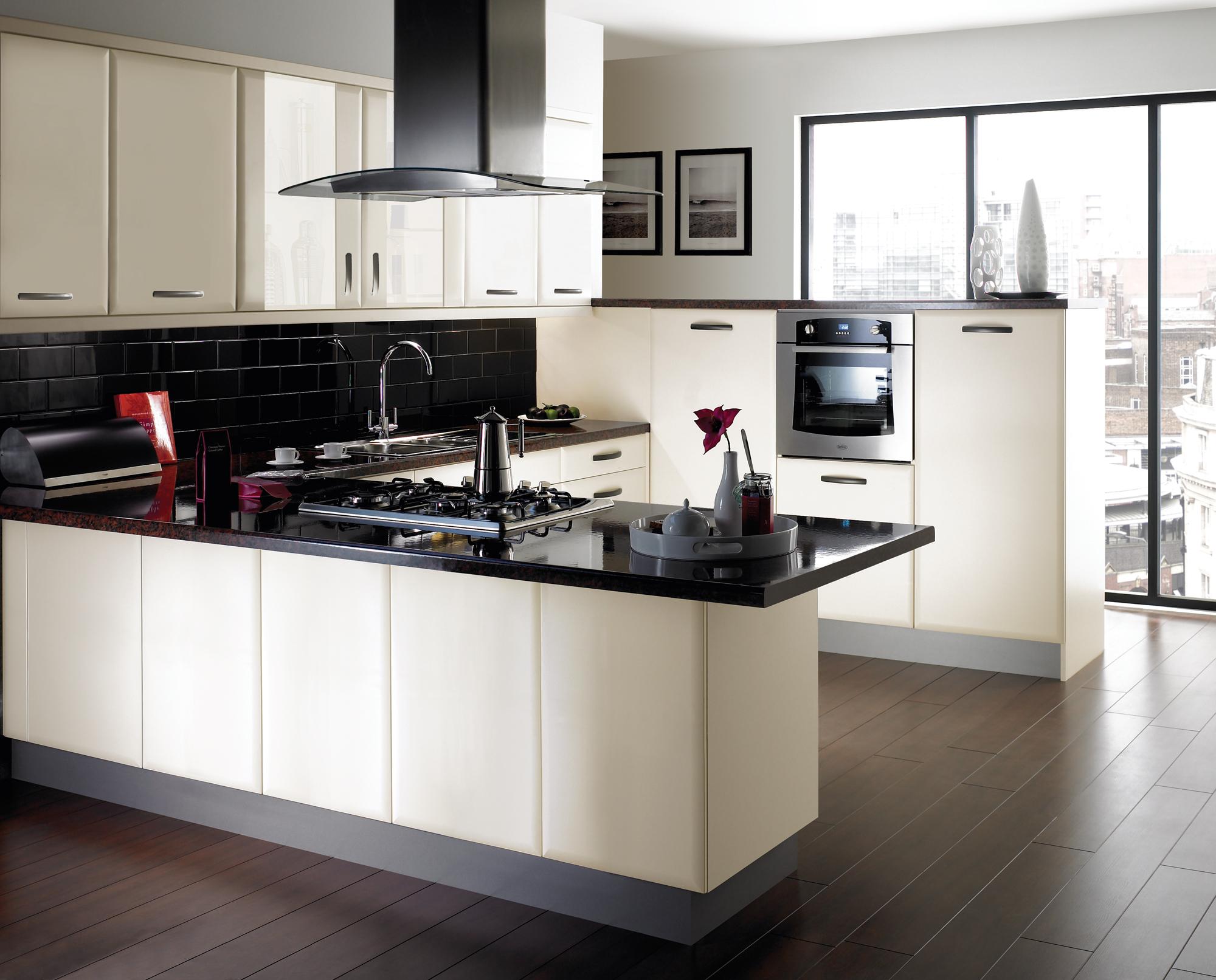 Кухня в белых тонах фото